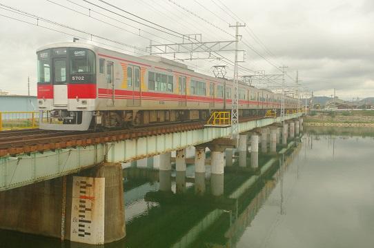 2019.7.22 山陽電気鉄道本線 飾磨-妻鹿 5700系直通特急1.JPG