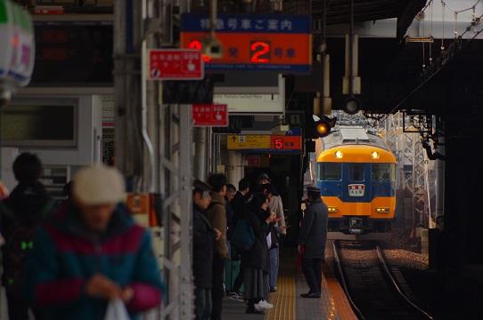 2020.1.22 近鉄大阪線 鶴橋 12200系1.JPG