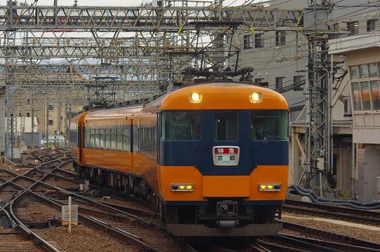 2020.1.22 近鉄奈良線 大和西大寺 12200系1.JPG